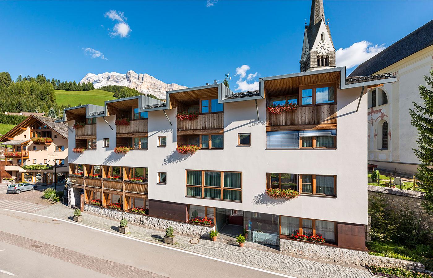 Hotel a san leonardo badia il cavallino - Residence val badia con piscina ...