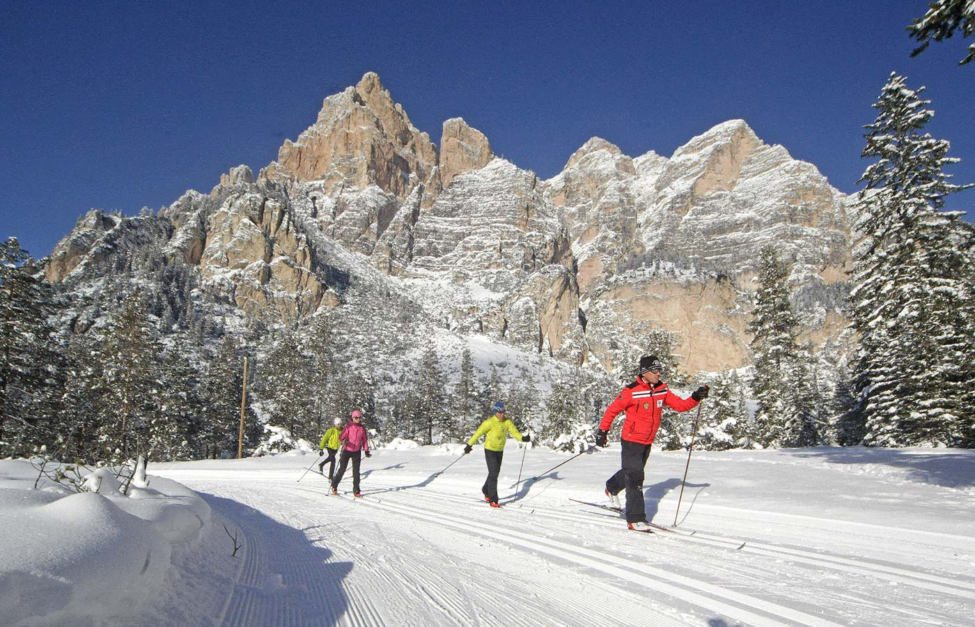 Cross-country skiing with a view on the Dolomites